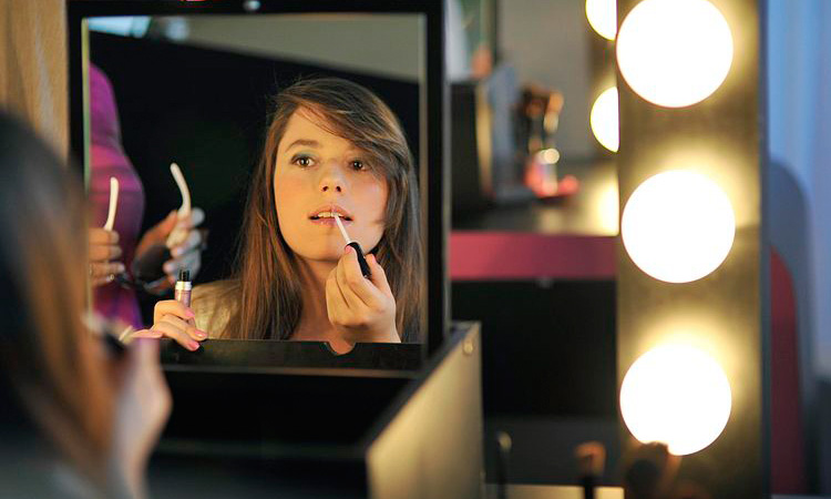 Get Perfect Pout With Lip Gloss