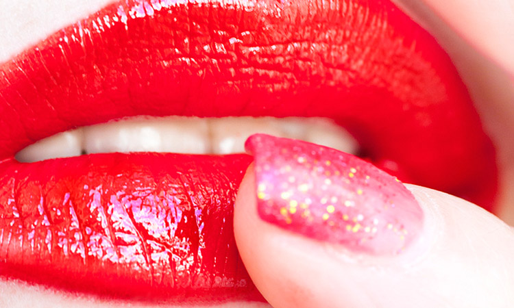 Making The Lips Alluring With Red Lipstick